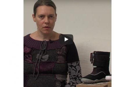 Zdrava obutev, ki posnema boso hojo